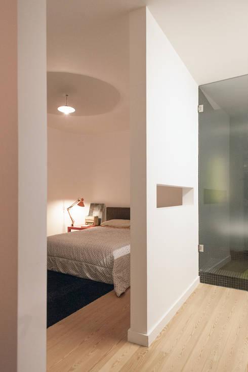 Apartamento BAC: Quartos  por URBAstudios