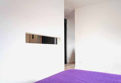 Apartamento BAC: Quartos modernos por URBAstudios