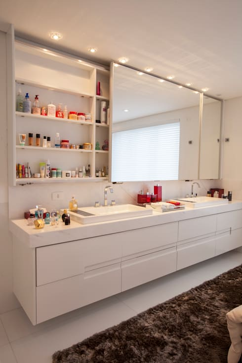 obra residêncial scs: Banheiros  por Sandra Sanches Arq e Design de Interiores