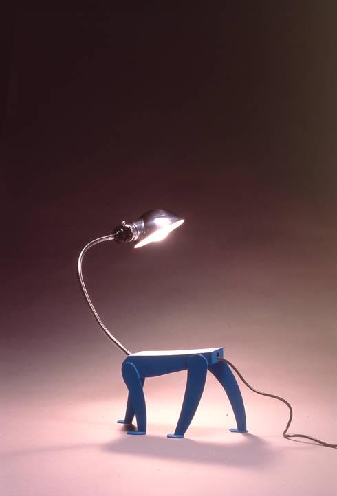Doping lamp: Guen BERTHEAU-SUZUKI  Co.,Ltd.が手掛けたリビングルームです。