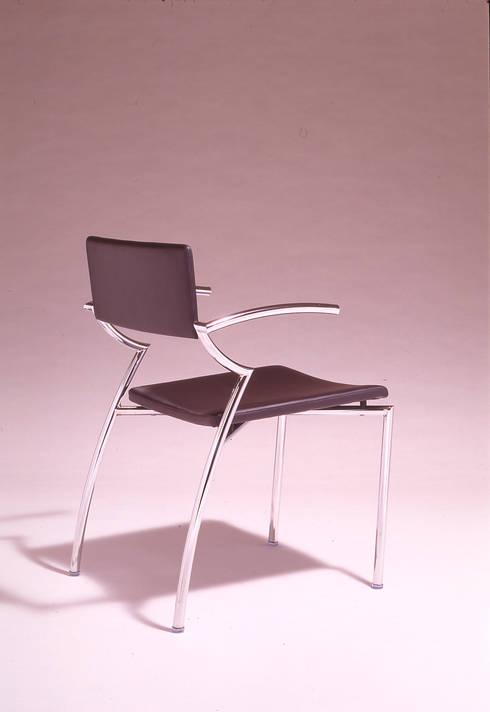 Botsu chair: Guen BERTHEAU-SUZUKI  Co.,Ltd.が手掛けたオフィス&店です。