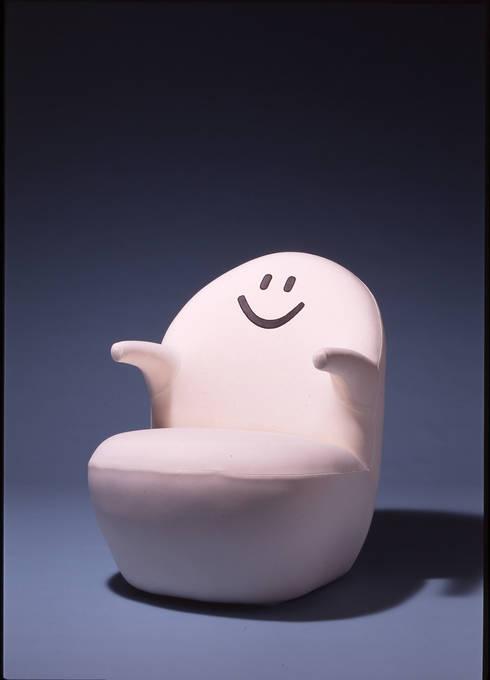 Peace armchair: Guen BERTHEAU-SUZUKI  Co.,Ltd.が手掛けたオフィス&店です。