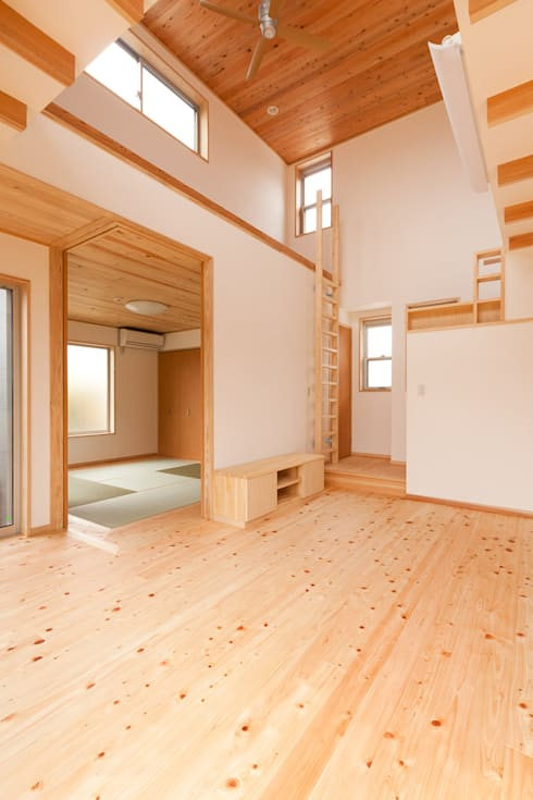 Projekty,  Korytarz, przedpokój zaprojektowane przez 有限会社 宮本建築アトリエ