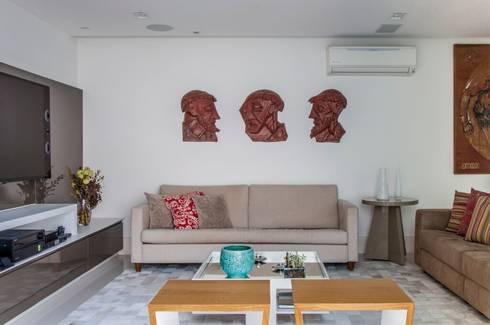 RESIDENCIA FAMILIAR SÃO CONRADO RJ: Salas de estar modernas por AR Arquitetura & Interiores
