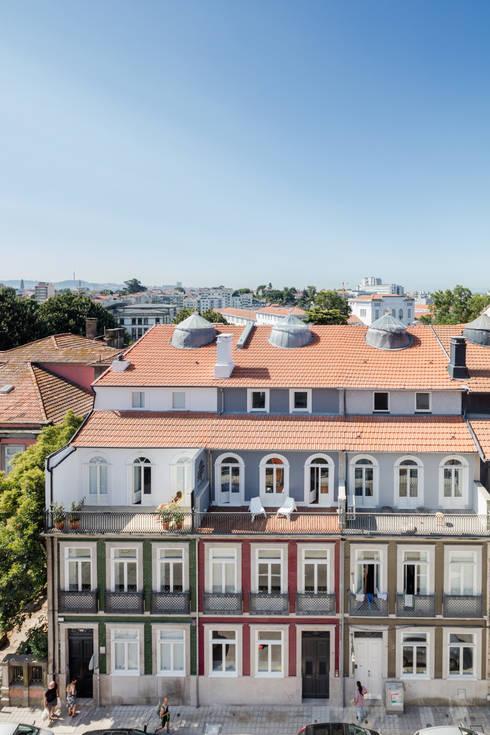Reabilitação de edifício do séc. XIX: Hotéis  por Ana Coelho Arq., Lda.