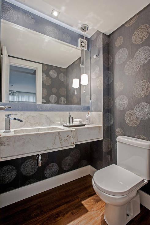 Apartamento 601: Banheiros  por Patrícia Azoni Arquitetura + Arte & Design