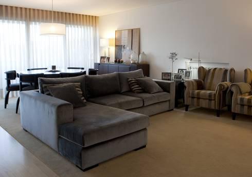 Decoração Apartamento Porto: Sala de estar  por Lendas e Detalhes, Lda