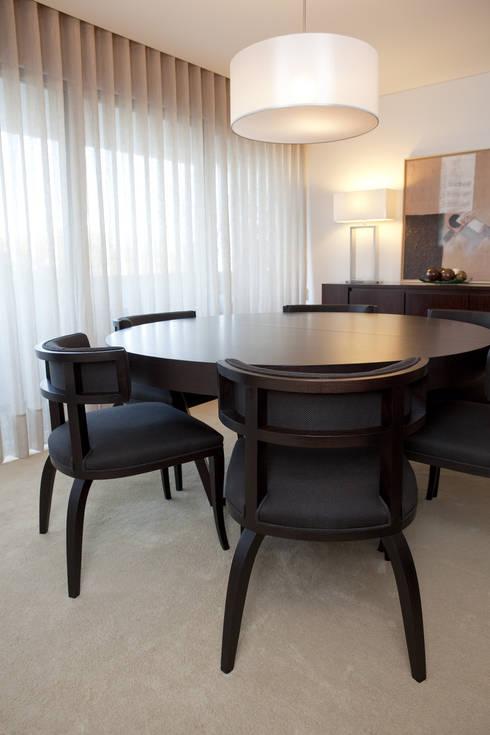 Decoração Apartamento Porto: Sala de jantar  por Lendas e Detalhes, Lda