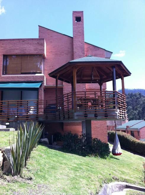Gazzebo + Terrazas + Jardin B17 después de remoldeacion: Jardines de estilo minimalista por Vertice Oficina de Arquitectura