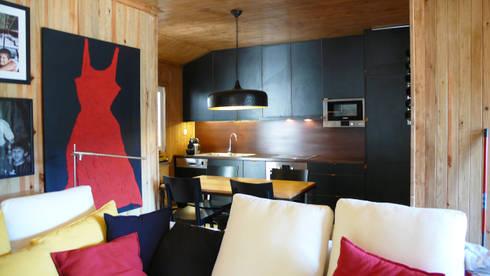 Zona Social: Salas de estar campestres por LOFTAPM II DESIGN DEC INTERIORES LDA
