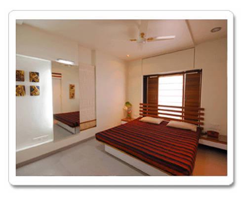 Apartment ( bedroom): modern Bedroom by Samyak c2 Infra Pvt. Ltd.