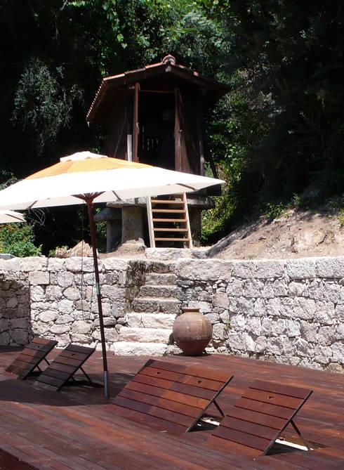 Encostos de piscina rebativeis: Piscinas  por LOFTAPM II DESIGN DEC INTERIORES LDA