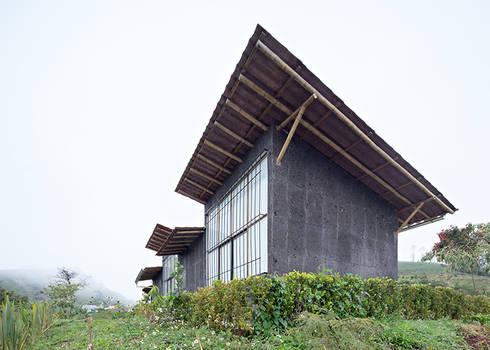 Centro de Producción de orgánicos Chilsec: Casas de estilo rústico por Komoni Arquitectos