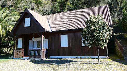 Fachada: Casas campestres por LOFTAPM II DESIGN DEC INTERIORES LDA