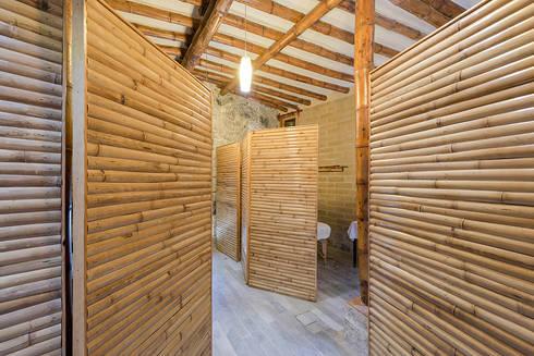 Spa 2: Spa de estilo rústico por Komoni Arquitectos