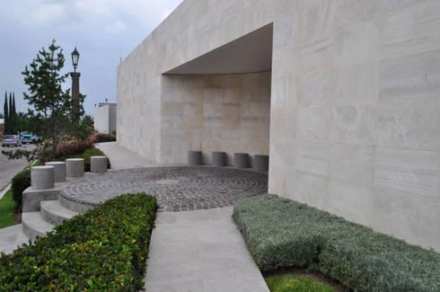 CASA AGULU: Casas de estilo moderno por Vito Ascencio y Arquitectos