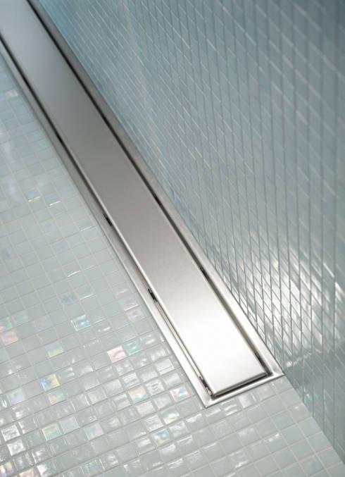 Zona de Duche com Terra LISBOA: Casas de banho minimalistas por Elements Mosaic