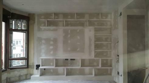 Mueble en sal n con estanterias de escayola de escayolas - Mueble de escayola ...