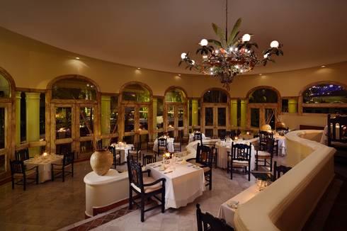 Restaurante Emiliano: Comedores de estilo ecléctico por MC Design