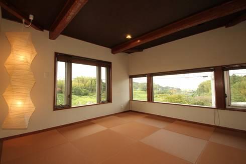 霞ヶ浦の家: 大出設計工房 OHDE ARCHITECT STUDIOが手掛けた寝室です。