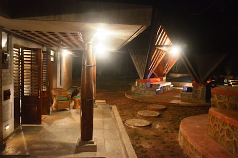 Bhatia Farm Residence: modern Garden by The Vrindavan Project