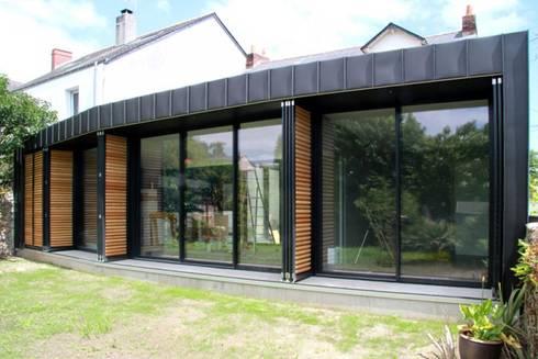 back in black extension et r novation d 39 une maison individuelle por laus architectes homify. Black Bedroom Furniture Sets. Home Design Ideas