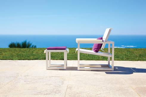 Easy Chair + footrest: Jardim  por Sachi - Premium Outdoor Furniture