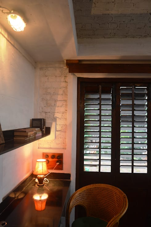 Bhatia Farm Residence:  Study/office by The Vrindavan Project