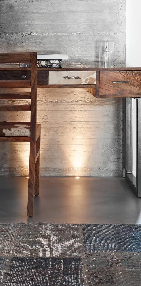 Villa di campagna: Studio in stile  di BRANDO concept