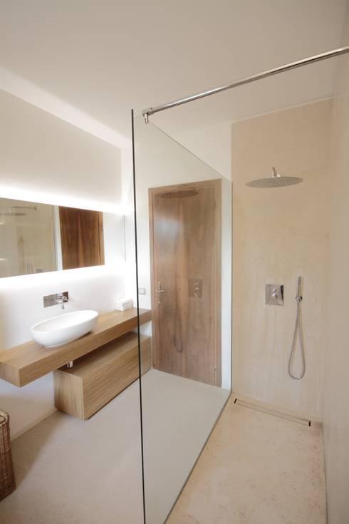 Baños de estilo  por luigi bello architetto