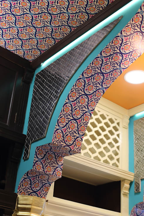 arch with lippan work from rajasthan:  Shopping Centres by Total Interiors Solutions Pvt. ltd.