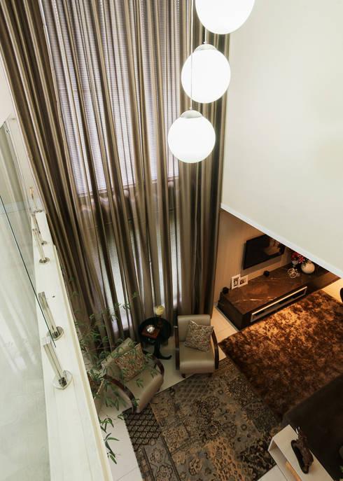 CASA CONTEMPORÂNEA: Salas de estar modernas por ND HAUS