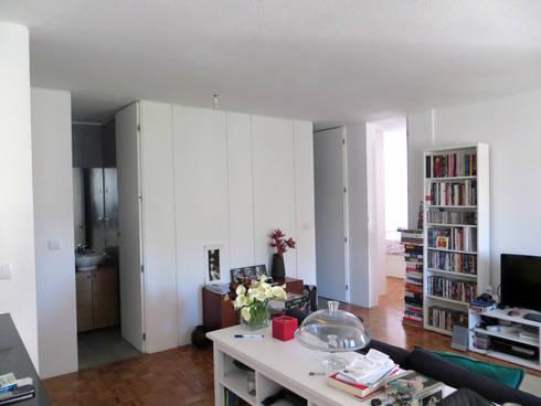 Apartamento Miguel Nabais: Salas de estar modernas por Atelier Alvalade