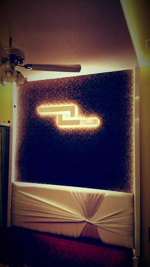 Bed headrester for master bedroom: modern Bedroom by Alaya D'decor