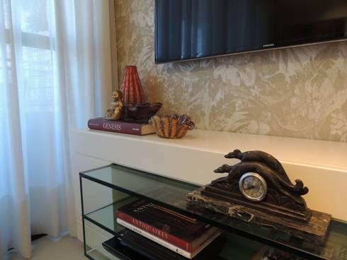 Um apartamento cheio de estilo: Arte  por CRAFT ARQUITETURA