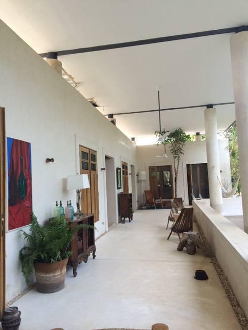 Casa Pich: Pasillos y recibidores de estilo  por Degetau Arquitectura y Diseño