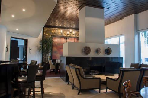 Sala / Comedor : Salas de estilo ecléctico por CH Proyectos