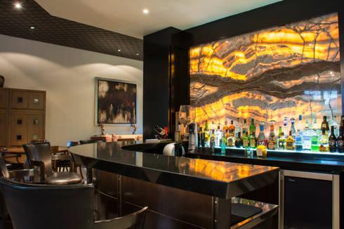 Área de bar : Salas de estilo ecléctico por CH Proyectos