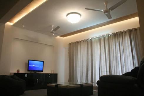 Apartment: modern Living room by Amith Gajool Design