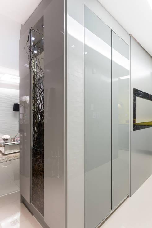 Cozinha/Corredor: Cozinha  por B+R Arquitetura