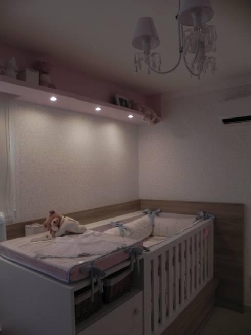 Quarto de Júlia: Quarto de crianças  por CRAFT ARQUITETURA