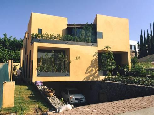 VWA: Casas de estilo moderno por VILLAR WATTY ARQUITECTOS