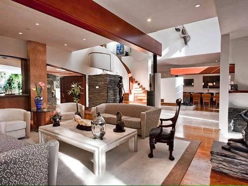 Espacea: Salas de estilo moderno por ESPACEA