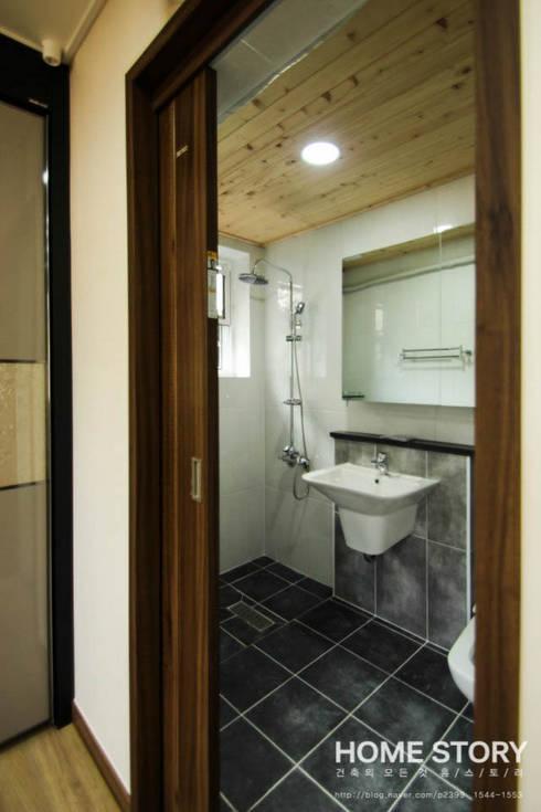 [상주전원주택 인테리어] 2세대가 함께 사는 프라이버시가 보호되는 세대분리형 ALC주택: (주)홈스토리의  욕실