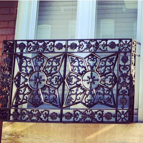 DEBRO: Balcones y terrazas de estilo clásico por DEBRO