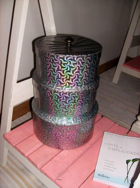 Caixas de arrumação recicladas: Sala de estar  por Armazém 9