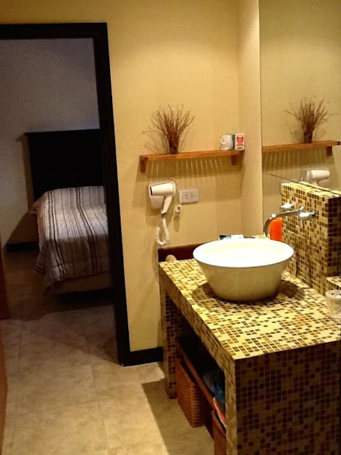 Casa Pinamar -Fragata 25 de Mayo: Baños de estilo  por Ardizzi arquitectos
