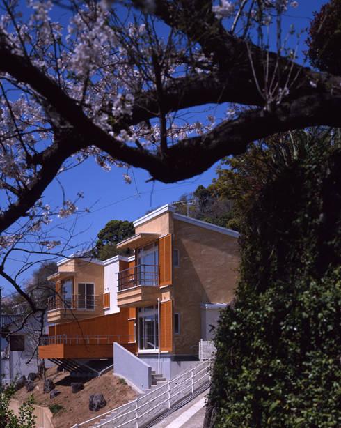 南東外観: Guen BERTHEAU-SUZUKI  Co.,Ltd.が手掛けた家です。
