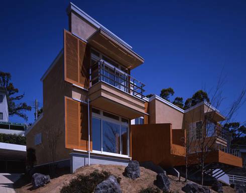南西外観: Guen BERTHEAU-SUZUKI  Co.,Ltd.が手掛けた家です。