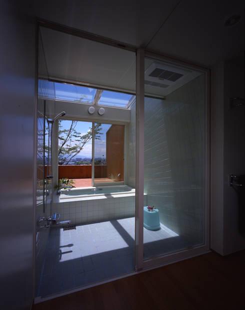浴室: Guen BERTHEAU-SUZUKI  Co.,Ltd.が手掛けた浴室です。
